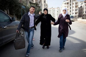 Syria Annan: A family escapes from the fierce fighting in Idlib, Syria