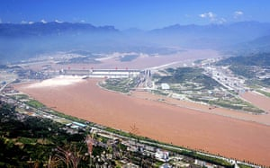 Dams: Three Gorges dam in Yichang