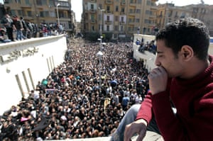 Pope Shenouda III: Christians gather to pay final respects to Pope Shenouda III