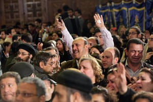 Pope Shenouda III: Coptic Christians gather to pay their respects to Pope Shenouda III