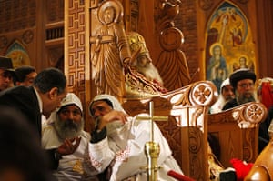Pope Shenouda: Mourners gather to pay their final respects