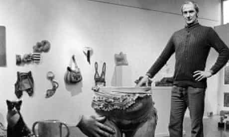 In the 1960s, Francis Hewlett began making large ceramic sculptures