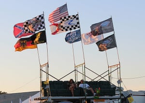 12 hours of Sebring : fans settle in for the evening