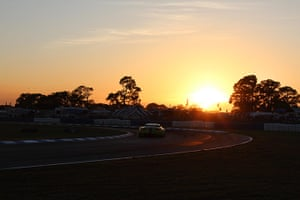 12 hours of Sebring : Sunset as the cars power into the night