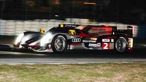 12 hours of Sebring : Audi's winning No2 car hurtles towards the chequered flag.