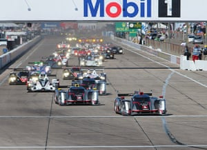 12 hours of Sebring : the field approach turn one at the start of the race.