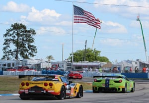 Sebring 12 hours: Fly the flag: hitting the apex at turn 4.