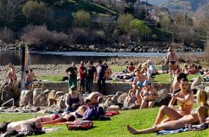 Spring: Warm weather conditions in northwestern Spain