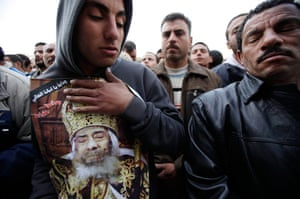 Pope Shenouda Funeral: Egyptian Christians mourn during the funeral of Pope Shenouda