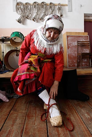 Russia's Eurovision: Valentina Pyatchenko, 74, adjusts her bark shoes during a rehearsal