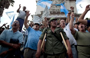 24 hours: Buenos Aires, Argentina: Former military reservists demand a state pension