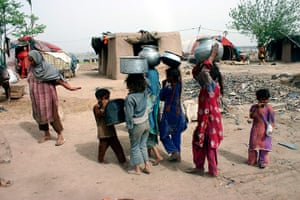 World Water Day: Pakistani girls carry water in Lahore