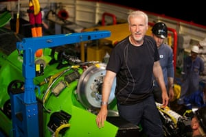Deepsea: James Cameron with the Deepsea Challenger submersible