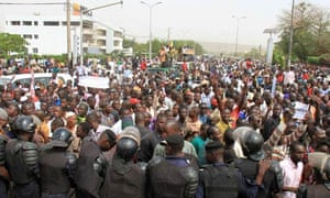 Crowds gather in Bamako in support of Mali's coup leaders