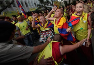 Tibet Protests: Tibetan exiles shout slogans as they scuffle with police during protests