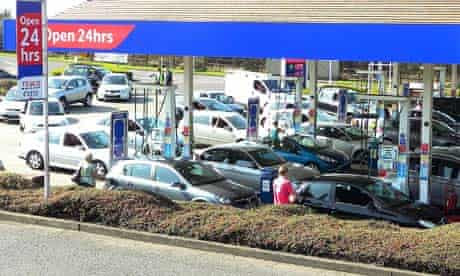 Cars queue for petrol in Essex ahead of a possible strike by fuel tanker drivers
