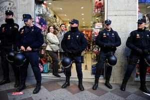 Spain strikes: Madrid: Shop owners wanting to keep their shop open for business