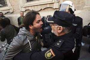Spain strikes: Murcia: A striker rebukes a policeman