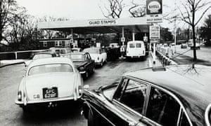 1973 oil crisis, motorists queue for petrol