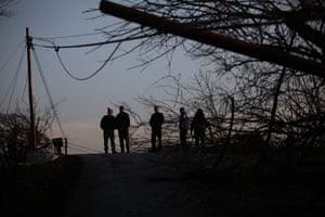 Tornado Updated: Residents examine tornado damage in Metro Piner, Kentucky