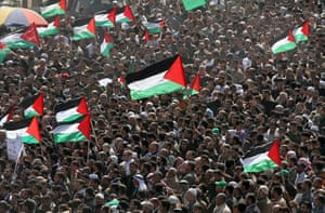 Land Day protests: Palestinian protesters hold up their national flag, Beit Hanun