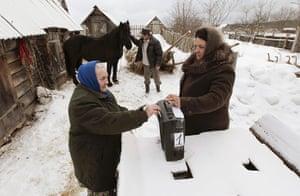 Russian election: Oktyabrsky, Arkhangelsk Oblast: A woman casts her ballot