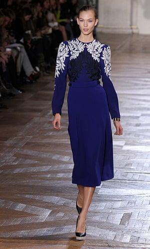 Paris - Stella McCartney: US model Karlie Kloss presents a creation by Stella McCartney