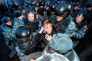 Putin protest: Police detain protestors in Moscow
