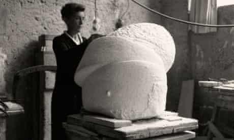 Louise Bourgeois working on Sleep II