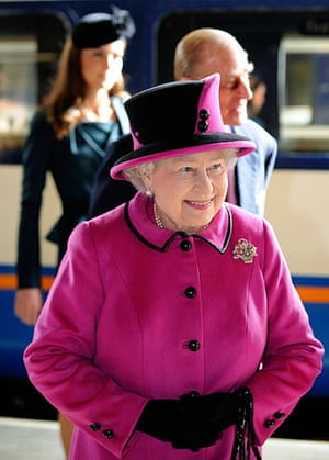 Royals in Leicester: Queen Elizabeth arrives at Leicester train station
