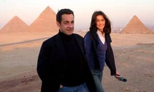French President Nicolas Sarkozy with Italian model and singer Carla Bruni in Egypt