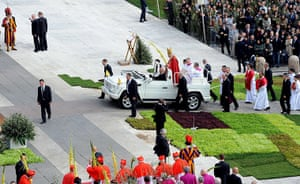 Palm Sunday: Pope Benedict XVI arrives to celebrate the Palm Sunday at the Vatican