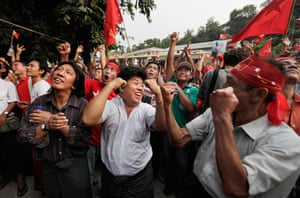 Burma elections count: Supporters of Suu Kyi erupt in euphoric cheer upon the party's announcement