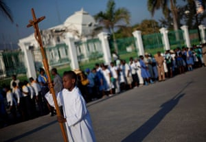 Haiti - A longer view: The Holy Week procession in Port-au-Prince