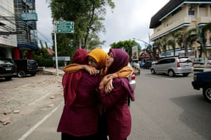 Indonesia earthquake: Acehnese women hug each other and pray in Banda Aceh