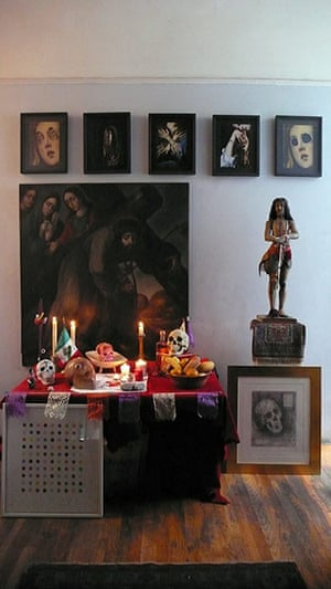 Hirst Mexican Death: altar dedicated to the passion of Christ