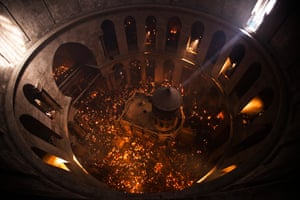 Orthodox Easter: Worshippers hold candles in the Christian Orthodox Holy Fire ceremony