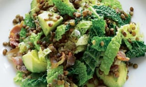 Savoy cabbage with avocado, lentils and bacon