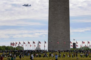 Space Shuttle: People gather at the base of the Washington Monument