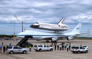 Space Shuttle: The space shuttle Discovery after landing