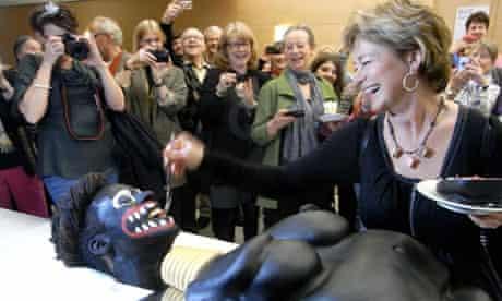 Swedish culture minister Lena Adelsohn Liljeroth feeds cake to blacked-up artist Makode Aj Linde