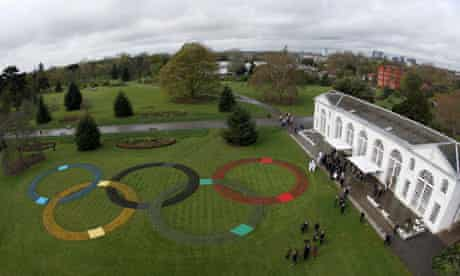 Olympic rings made up of 25,000 flowers at Kew gardens