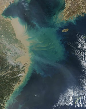 Satellite Eye on Earth: A thick curtain of sediment poured from the Yangtze Rive