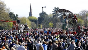 Liverpool Royal de Luxe: People gather to see the Little Girl Giant, Marionette