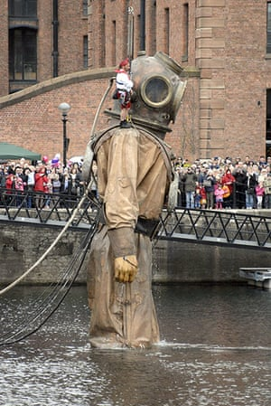 Liverpool Royal de Luxe: Giant Uncle puppet rises from the Albert Docks