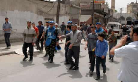UN monitors visit a suburb of Damascus