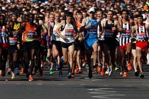 marathon: Participants start the men's London Marathon