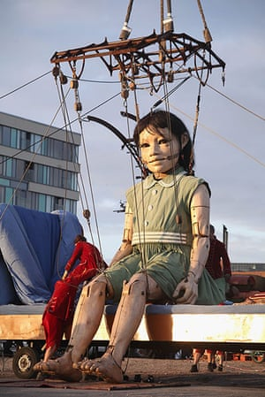 Liverpool Puppets: The little girl giant