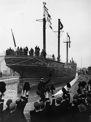 Cutty Sark: The Cutty Sark in 1954 is cheered by Naval officers