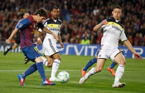 Barcelona v Chelsea: Barcelona's Lionel Messi shoots